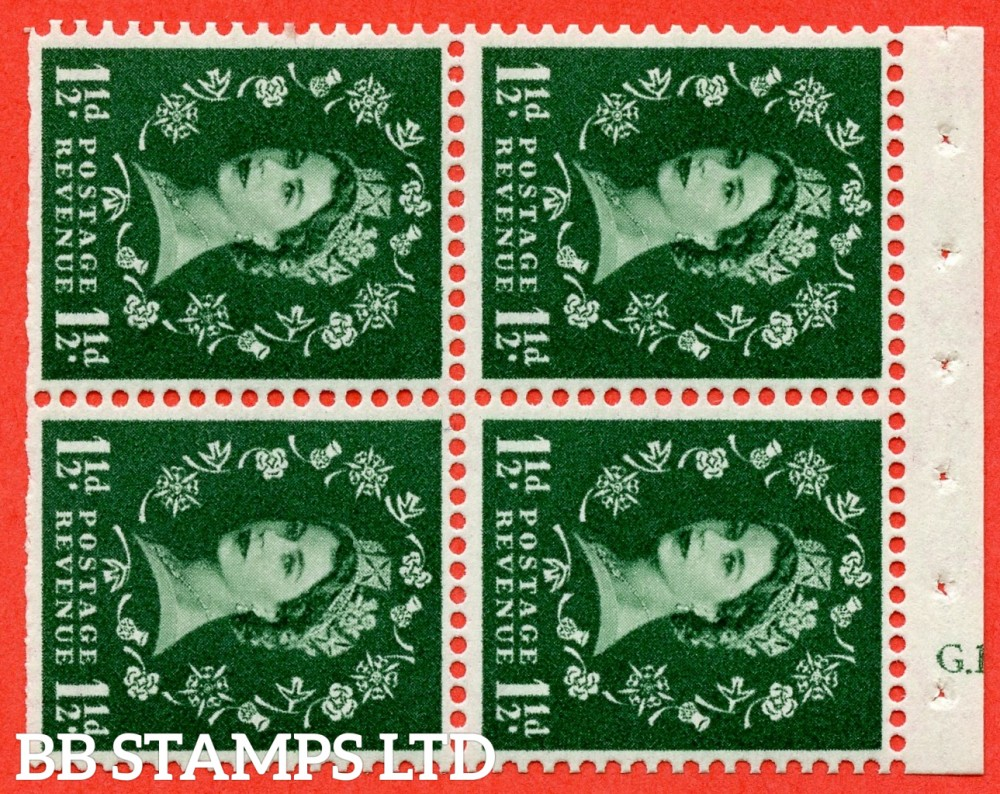 "SG. 572. SB68. 1½d Green. A fine UNMOUNTED MINT cylinder "" G.17  no dot "" booklet pane of 4. Perf type (I) with TRIMMED PERFS. Smooth edge. Cream paper."