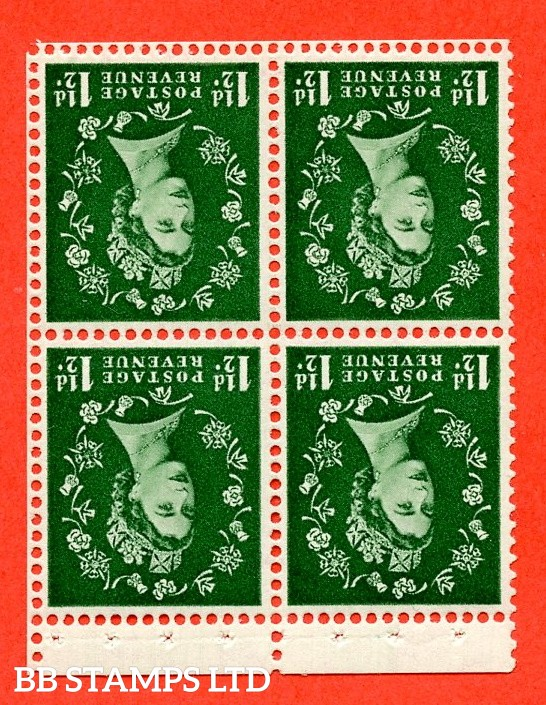 SG. 517Mwi. SB60a.1½d green. A Superb UNMOUNTED MINT WATERMARK INVERTED. Complete booklet pane of 4 with perf type P. Good perfs.