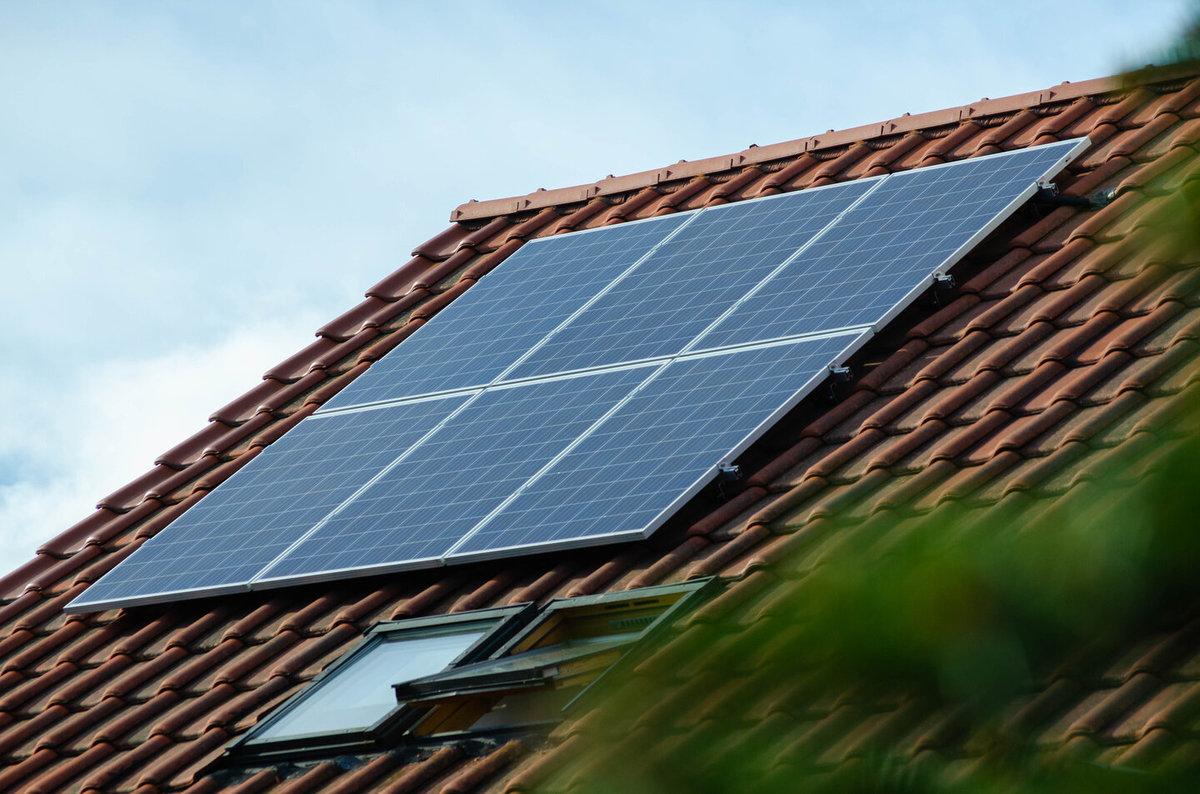 solceller, solpaneler, solcellsanläggning bild