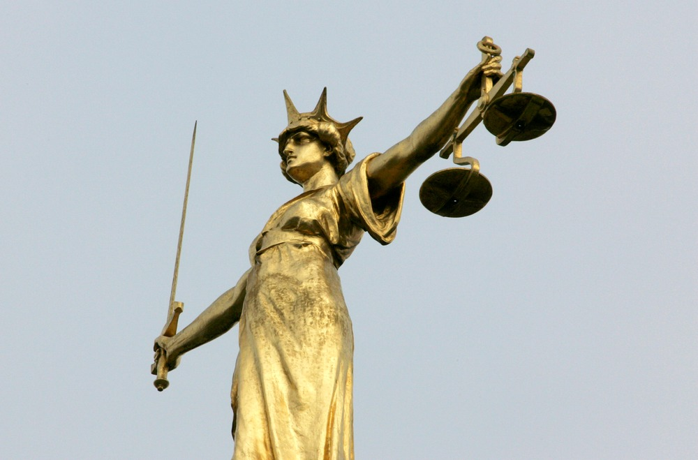 A statue representing the scales of justice is seen on the roof of the Old Bailey courts in central London, January 26, 2007. REUTERS/Toby Melville (BRITAIN)