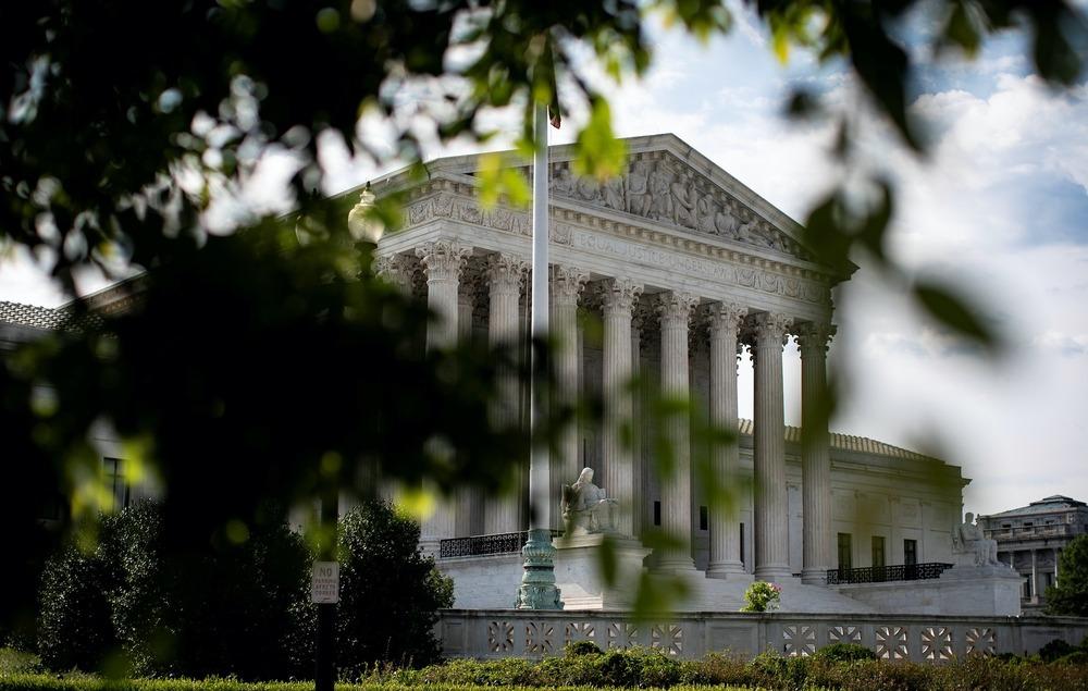 A general view of U.S. Supreme Court in Washington, U.S., June 25, 2020. REUTERS/Al Drago - RC2GGH96KIVG