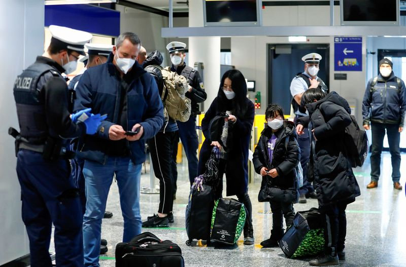 Federal police officers check air passengers arriving from Britain at Frankfurt Airport, as the spread of the coronavirus disease (COVID-19) continues, in Frankfurt, Germany, January 30, 2021. REUTERS/Ralph Orlowski/File Photo