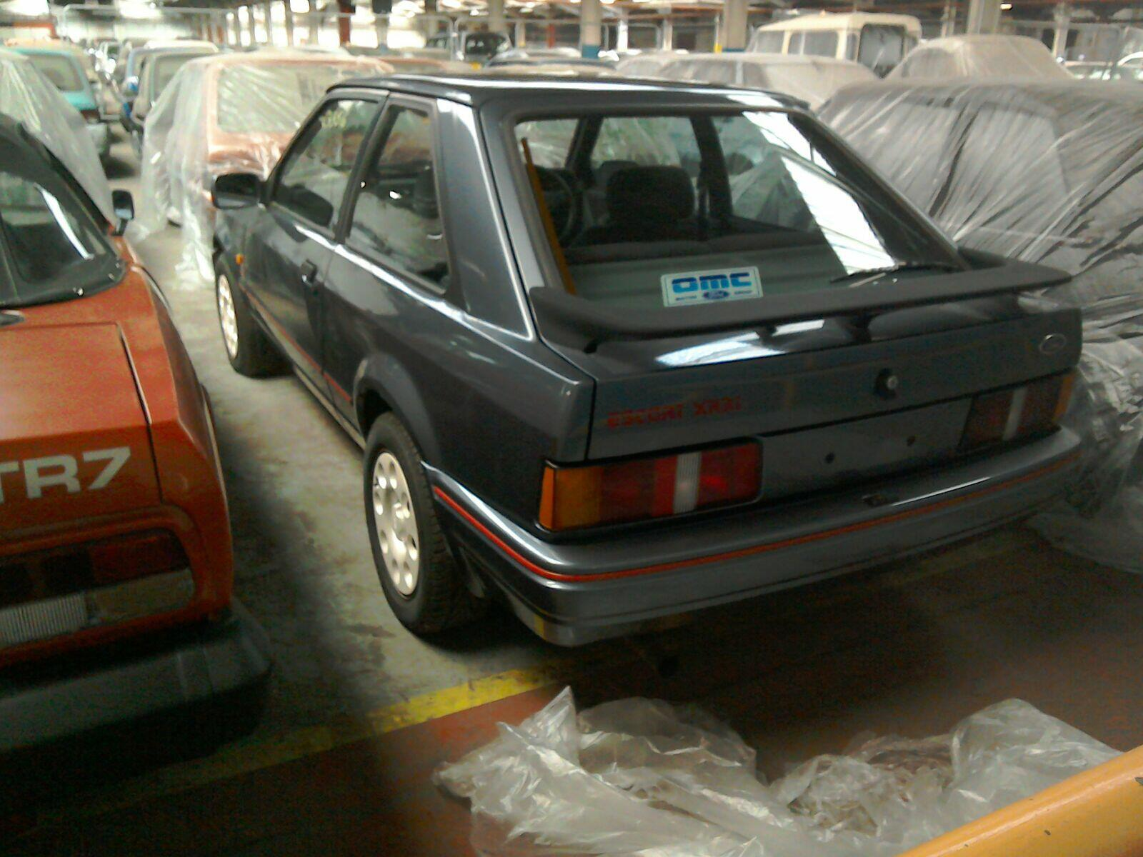 FORD 3 DOOR HATCHBACK