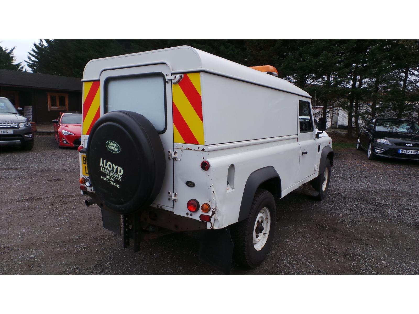 ... 2005 Land Rover Defender 110 HARD-TOP TD5 2495 Diesel Manual 5 Speed 3  Door ...
