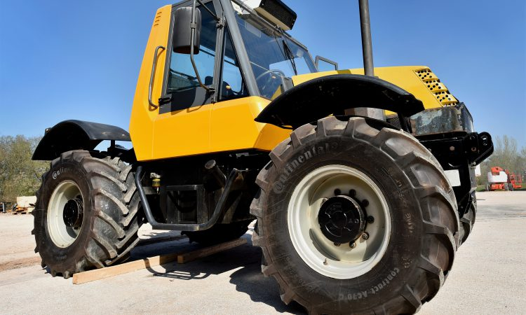 Historic JCB bought by 'Fastrac enthusiast' from Northern Ireland