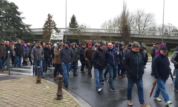 French farmers march in support of man jailed following farm shooting incident