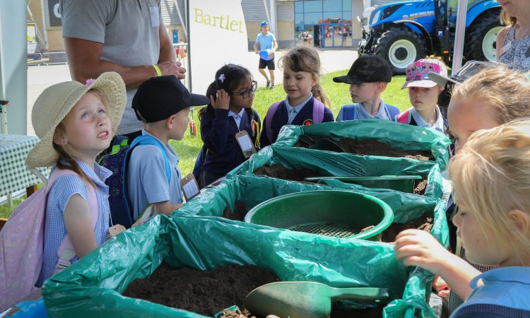 Over 900 schools and homes take part in first-ever Virtual Food and Farming Day