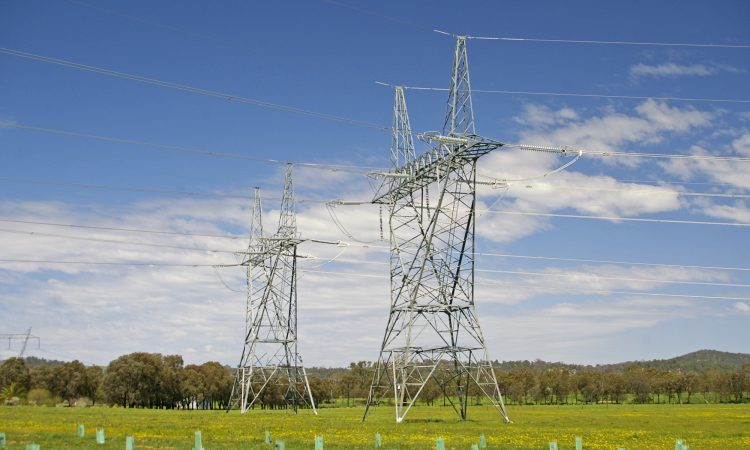 Tractor collides with electricity pole resulting in power cuts to over 800 addresses
