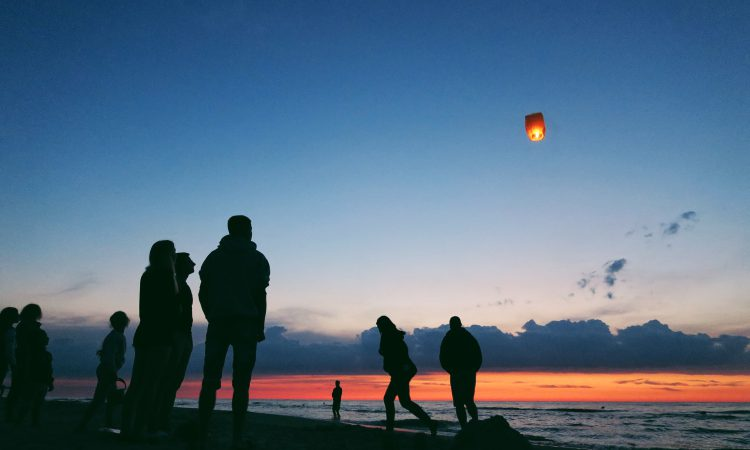 NFU calls for a total ban of sky lanterns