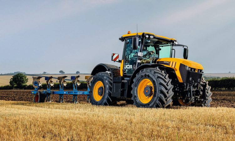 JCB launches 'how to' help videos for Fastrac 4000 series