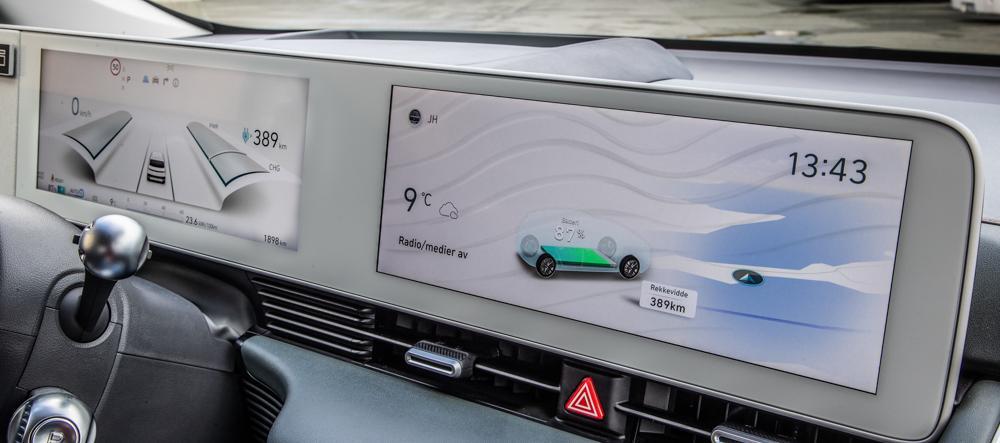 DATAMASKIN PÅ FIRE HJUL: Hyundai Ioniq 5 viser tydelig at det er en elektrisk bil for fremtiden, med et digitalt display som gir deg all den informasjonen du trenger.