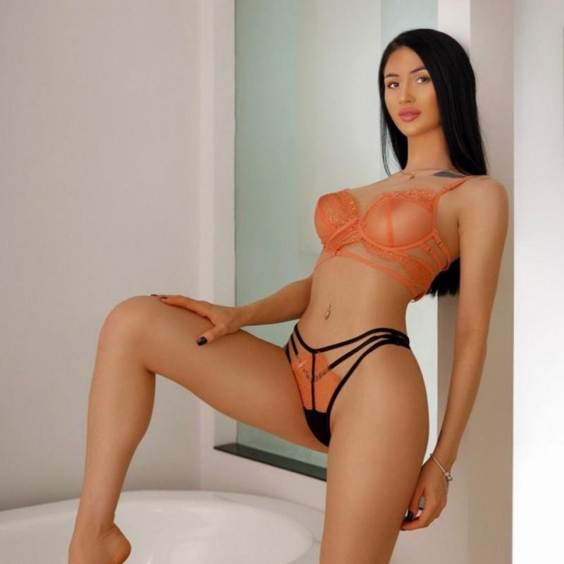 Raluca from Lux Escorts