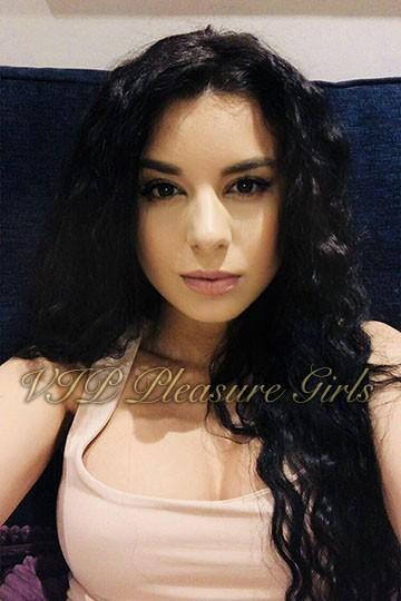 Nicole from Aurum Girls