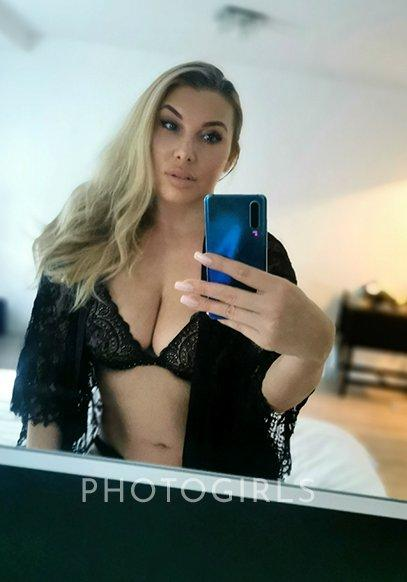 Alexa Lowe from Photogirls