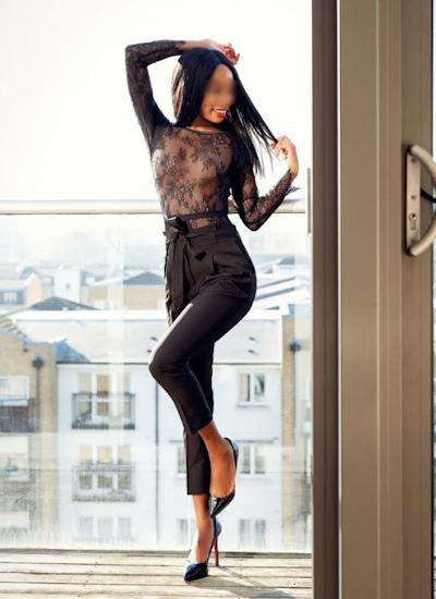 Mia Dixion from London-Ebony
