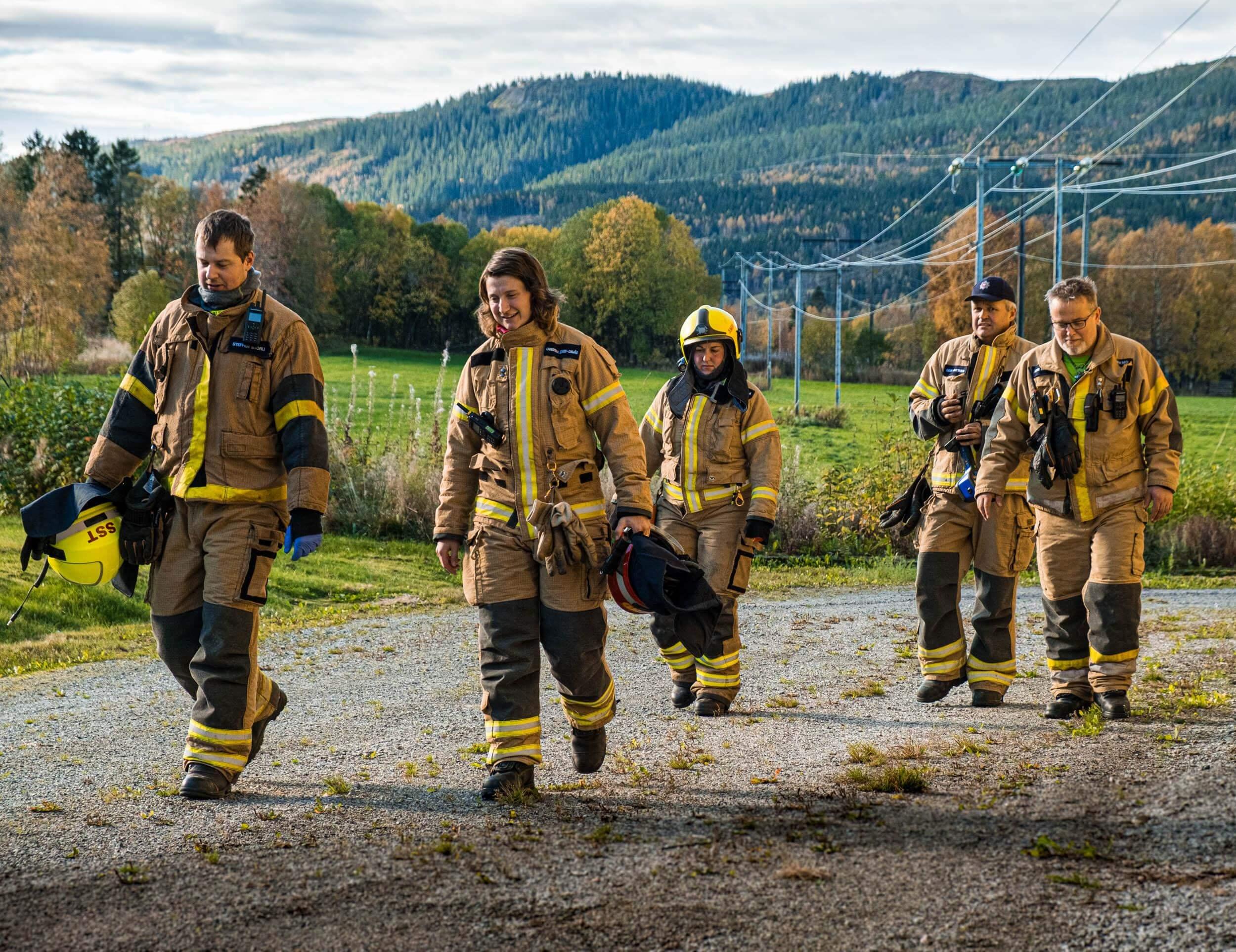 Brannmannskaper fra Namdalseid rykket ut til trafostasjonen, der situasjonen raskt ble avklart og mannskapene kunne vende tilbake til stasjonen. (Foto: Namsos brann og redning)