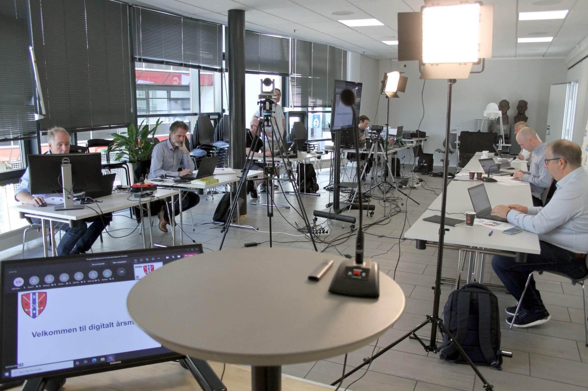 Årsmøtet ble holdt digitalt og slik så det ut bak scenene. Foto: Frank Nordseth