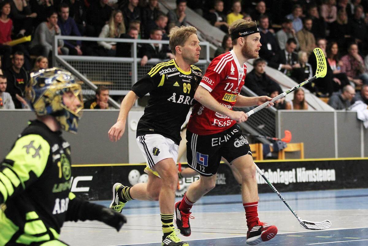 Henrik Lorendahl her i kamp for AIK mot Storvreta og Henrik Stenberg i SSL da han fortsatt var aktiv. Foto: Peter Bohlin