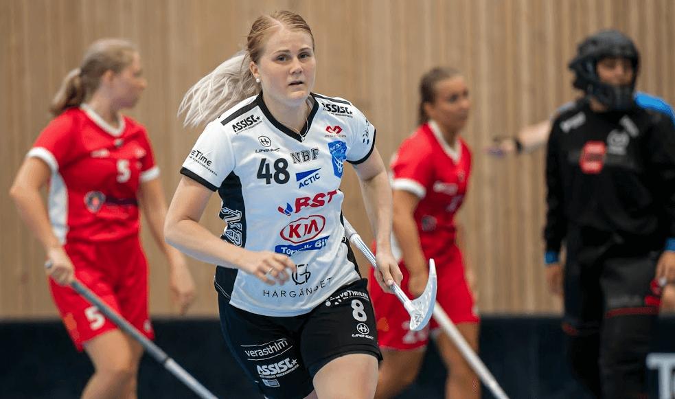 Charlotta Hjorth debuterte i helgen for Nacka Wallenstam mot sin gamle klubb Telge, og lå bak alle tre scoringene til SSL-klubben. Foto: Roland Osbeck