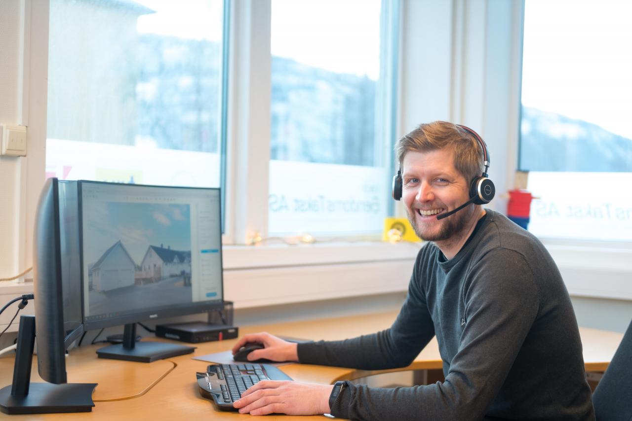 Kontakter du Verdi Eiendomstakst Helgeland er Ørjan den første du møter. Foto: Bjørn Leirvik