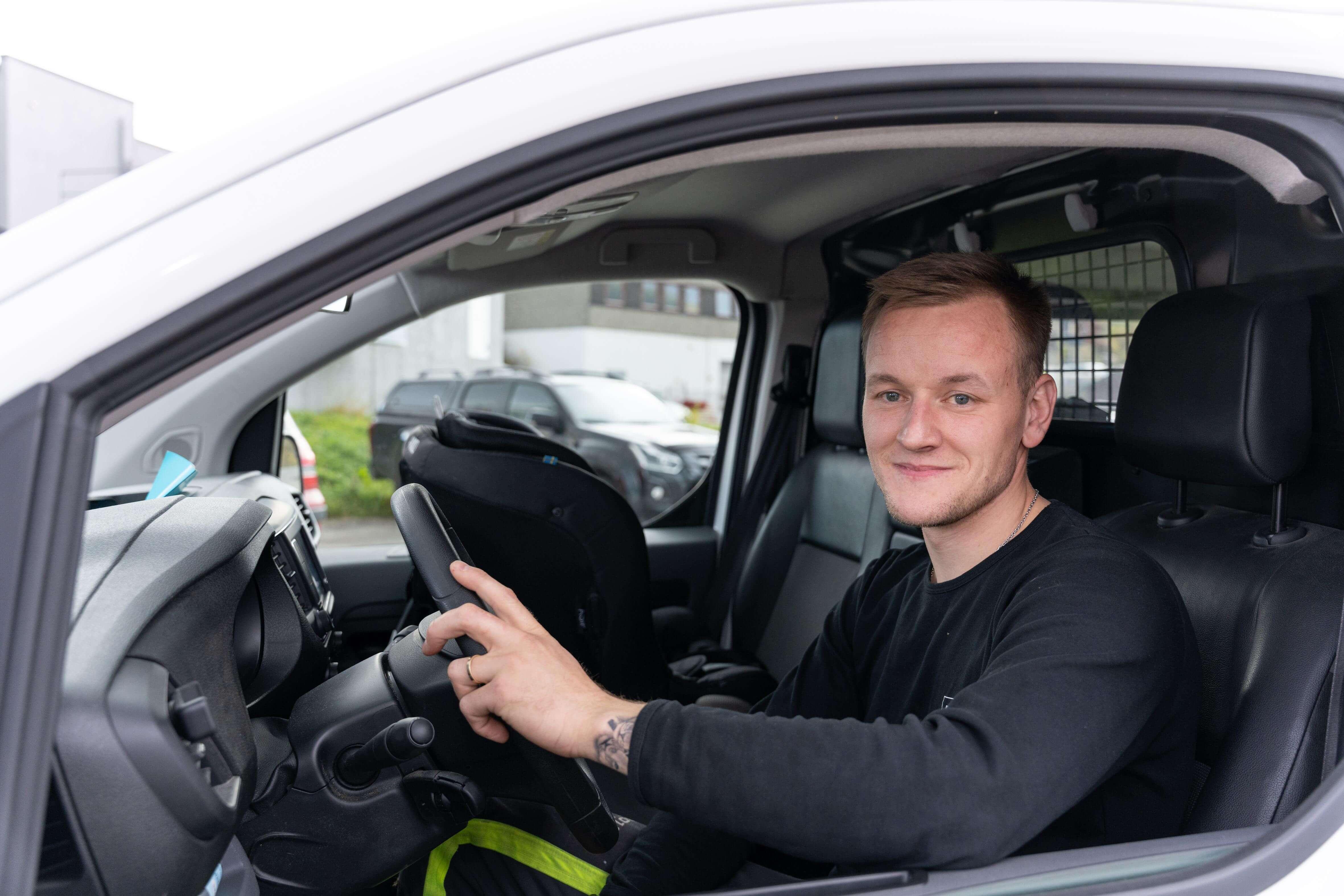 EGEN SERVICEBIL: -Alle fast ansatte har personlig servicebil, forteller Sølve Vangen.