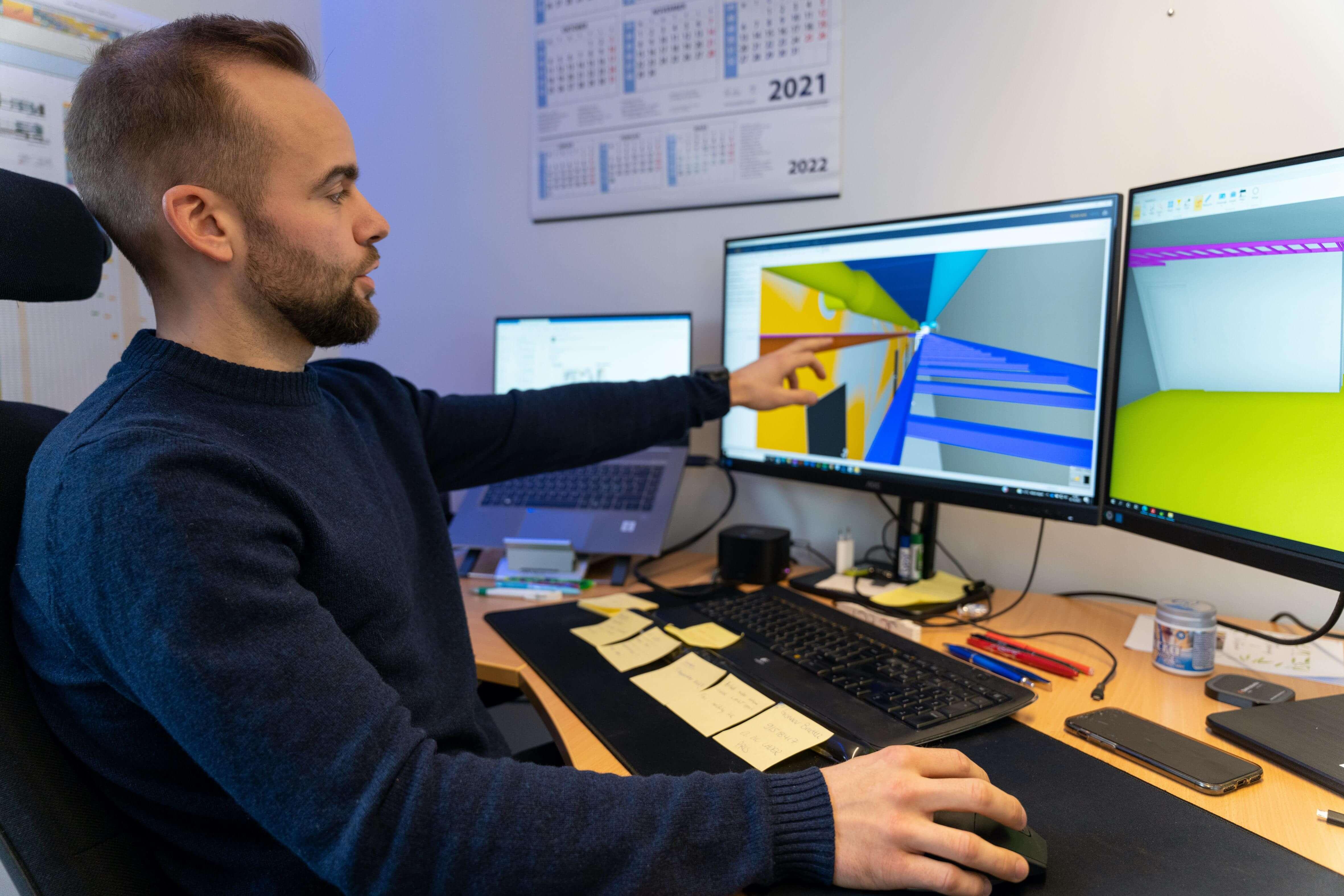 TEKNOLOGI: Moderne bygg inneholder mange tekniske installasjoner, noe som stiller høye krav til detaljert prosjektering og koordinering. -Vi tegner og prosjekterer anleggene i 3D ved hjelp av programvare som Revit, Solibri og Dalux, sier Kristian Botn.