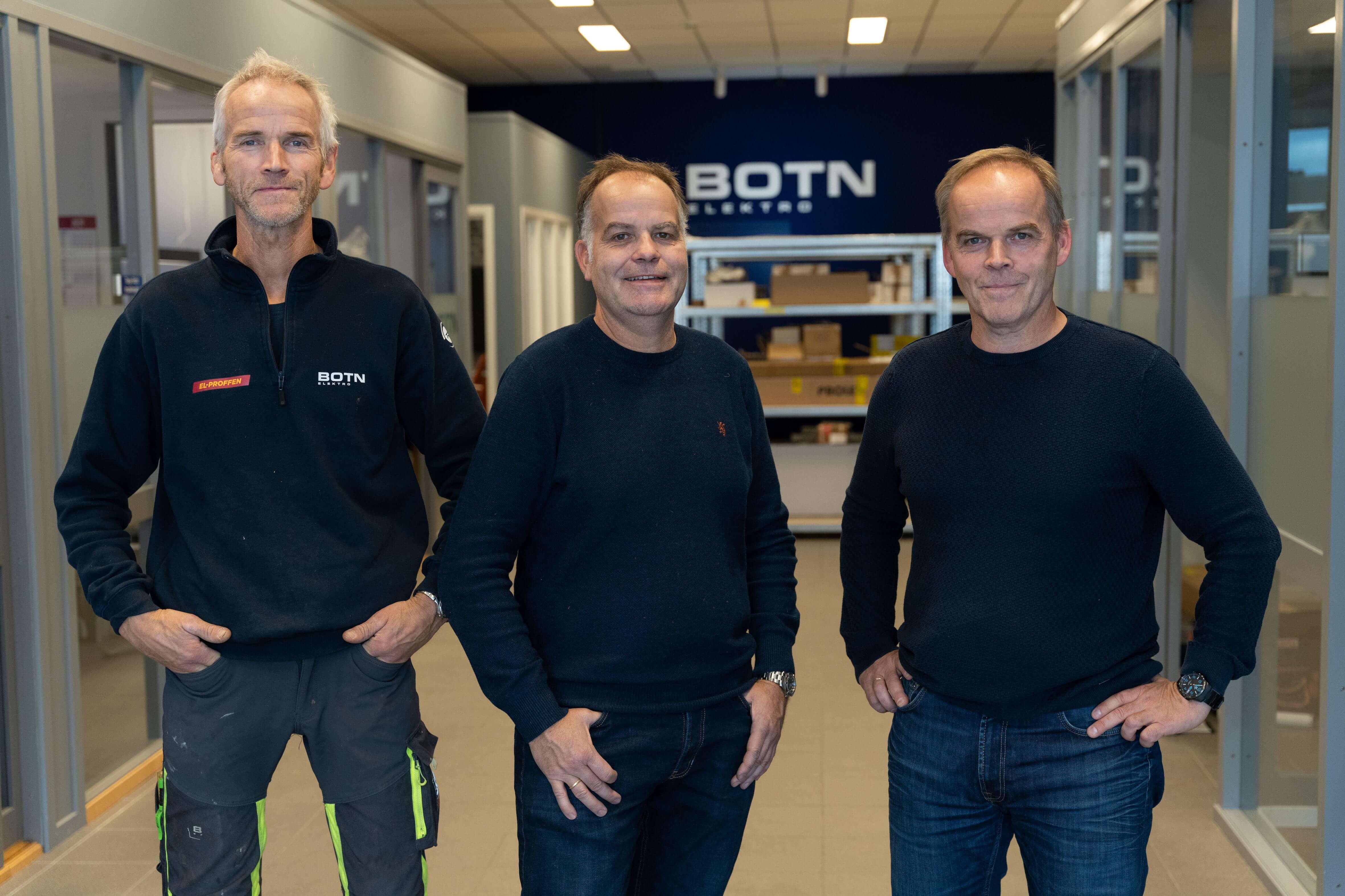 DE TRE BRØDRENE: I dag eier og driver de firmaet faren grunnla. Bedriften har vokst sakte, men sikkert hele veien. Generasjonsskiftet kom da Svein Henning pensjonerte seg i 2008, da endret bedriften navn til Botn Elektro.