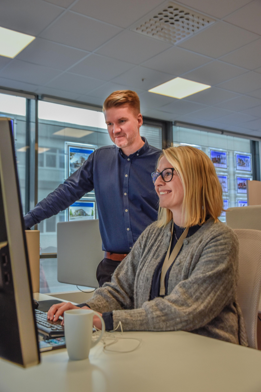 Kompetanse: Eiendomsmeglerne Thomas Nygaard og Tina Jakobsen har lang erfaring i bransjen.