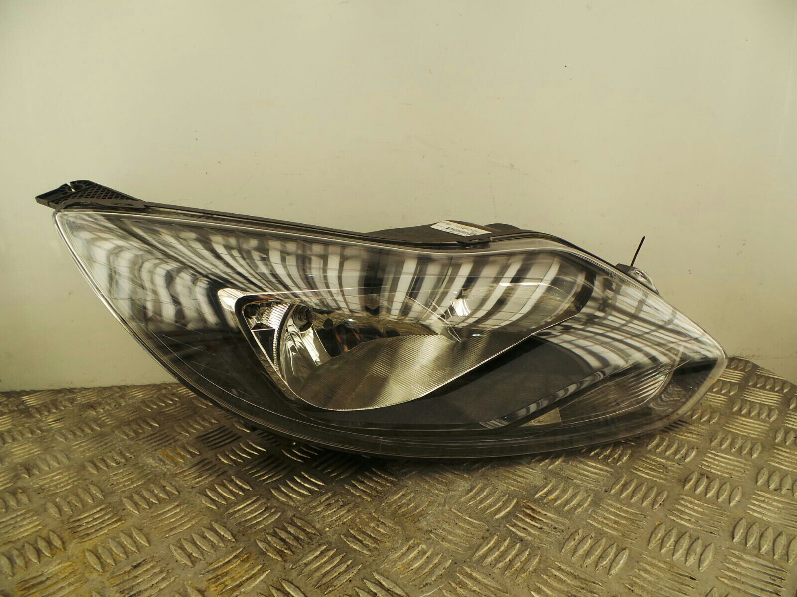 Ford Focus 2011 To 2014 O/S Right Drivers Side Headlamp Headlight 1873934