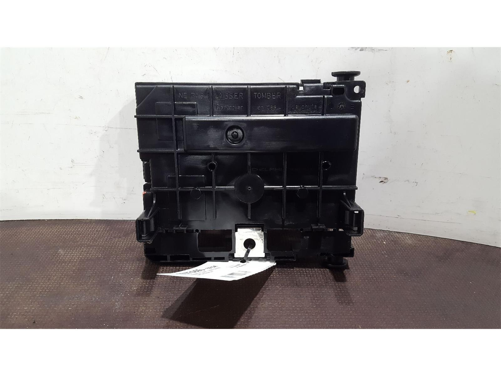 Peugeot 207 2006 To 2009 S Hdi Fuse And Relay Box 1 Used Spare Headlight Parts At Combellack Vehicle Recyclers