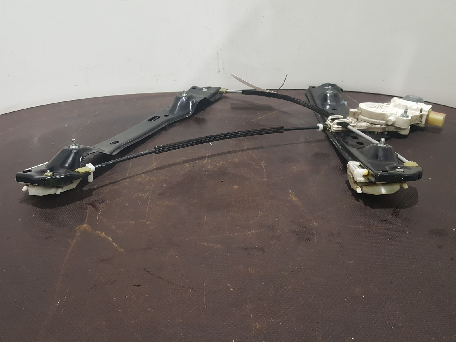 Bmw X1 2009 To 2012 Sdrive20d Se Door Front Window Regulator Rh Used Wiring And Spare Parts At Combellack Vehicle Recyclers