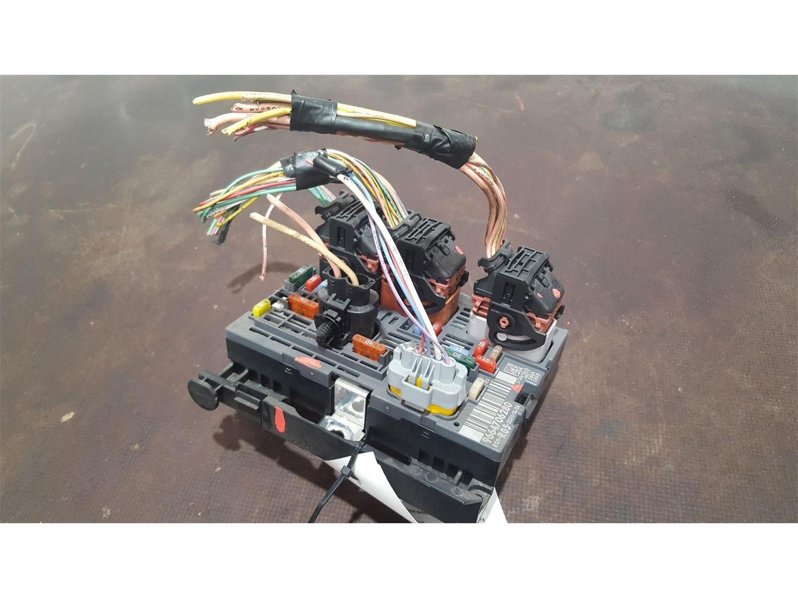 Peugeot 308 2008 To 2010 Sport Hdi Fuse Box Used And Spare Parts At Car Bsi Bmi Bcm Body Control Unit 9664706280