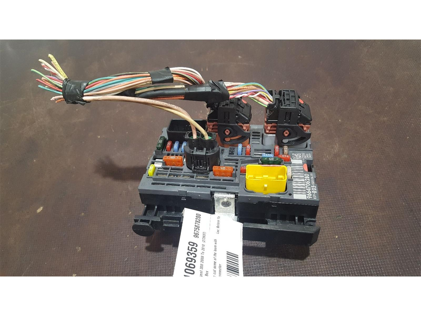 Peugeot 308 Fuse Box Cover 2008 To 2010 Se Hdi Used And Spare Parts At Combellack Vehicle Recyclers