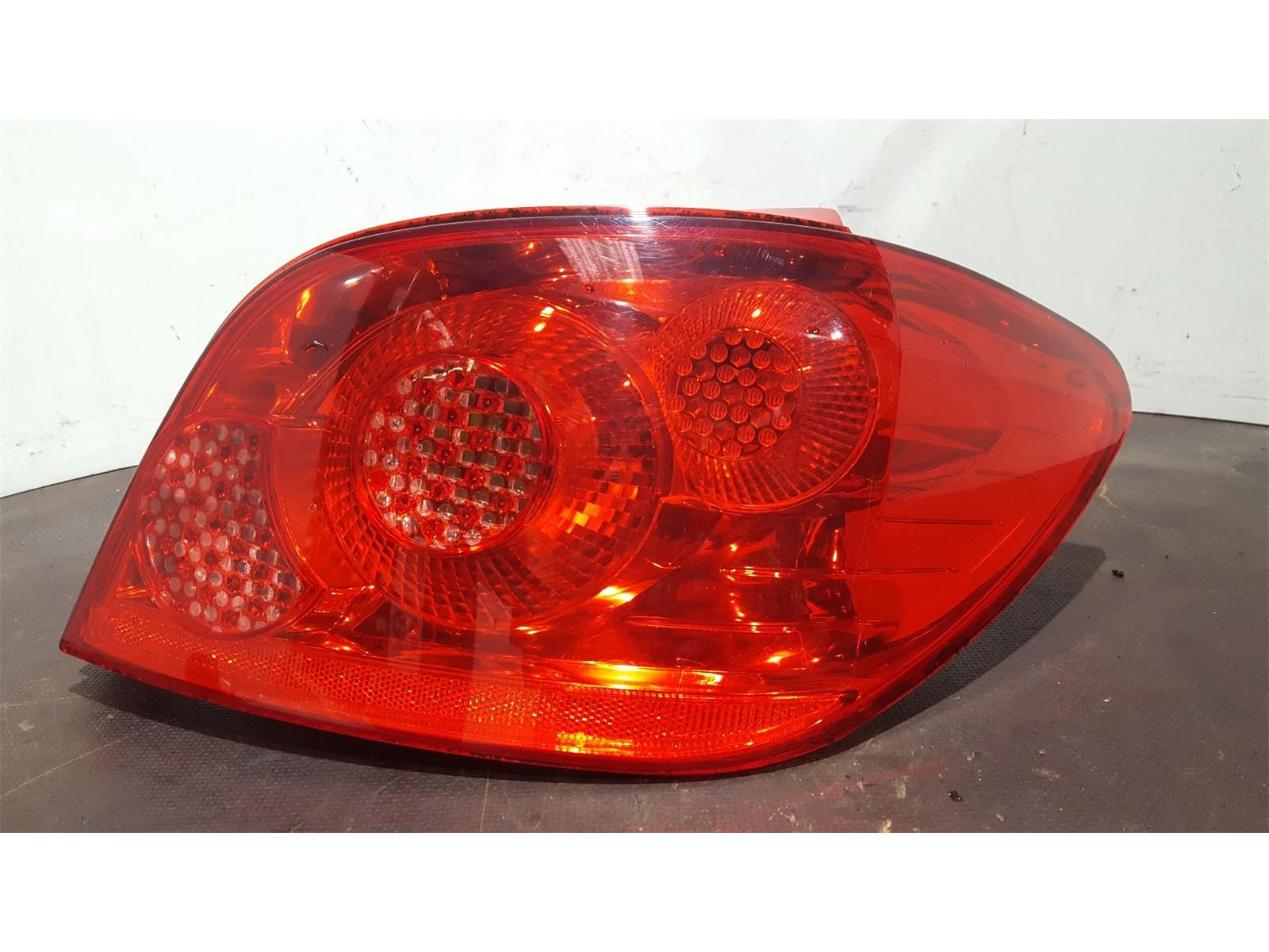 Peugeot 307 2005 To 2008 O/S Right Drivers Rear Light 6351X1 5 Door  Hatchback