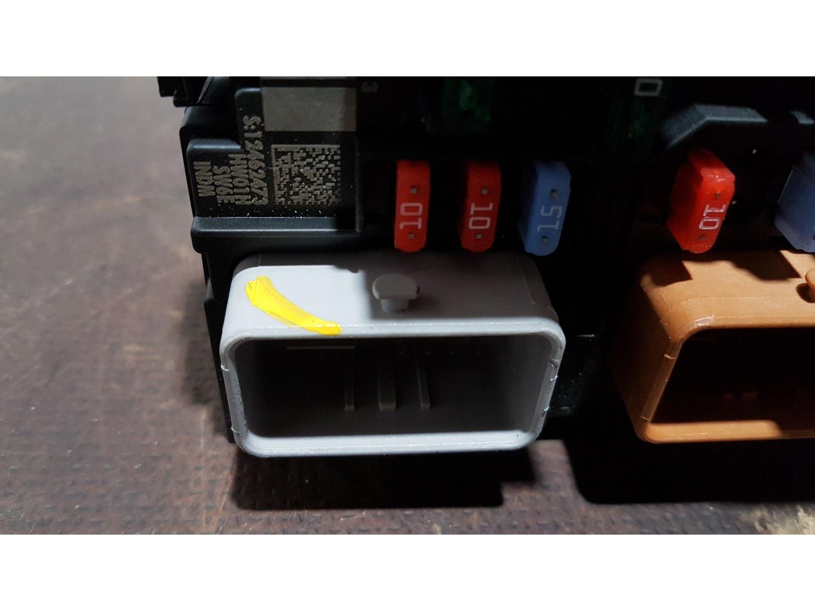 Peugeot 207 2006 To 2009 Sport HDi Fuse and Relay Box 1 used and