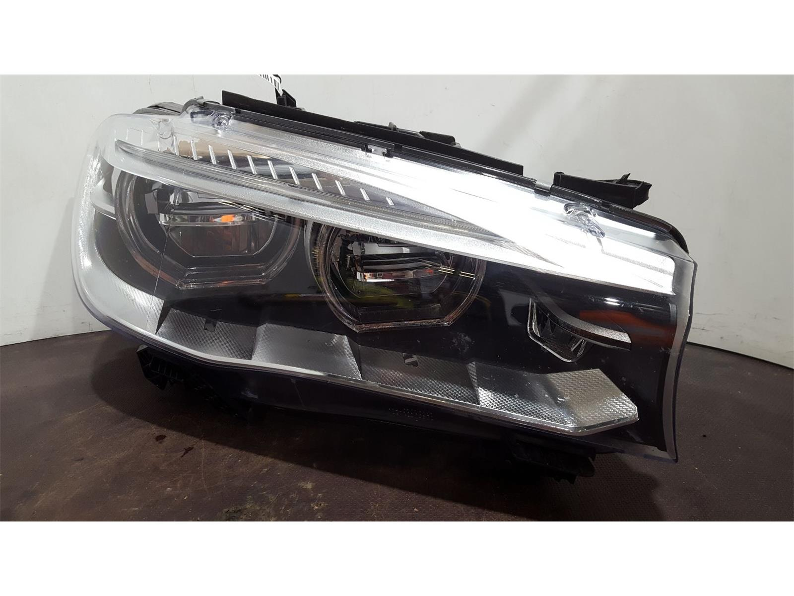 BMW X6 2017  O/S Right Drivers Side Headlamp Headlight *Broken Bracket*