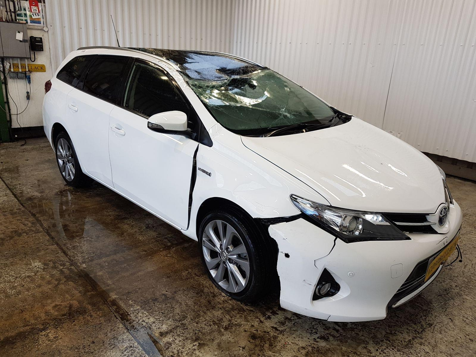 Toyota Auris Hybrid 2012 To 2015 Excel 5 Door Estate