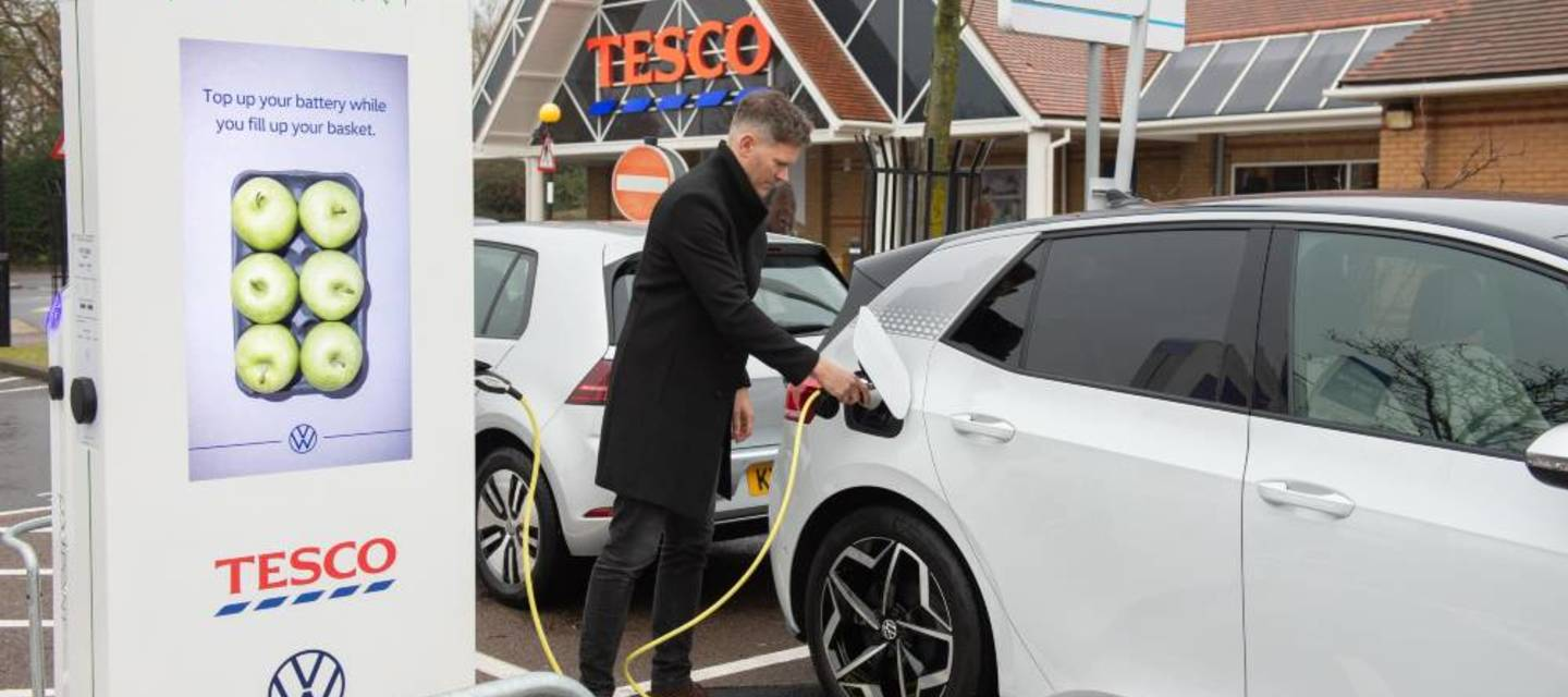 Content vw id.3 charging up at the potters bar tesco store 1000px