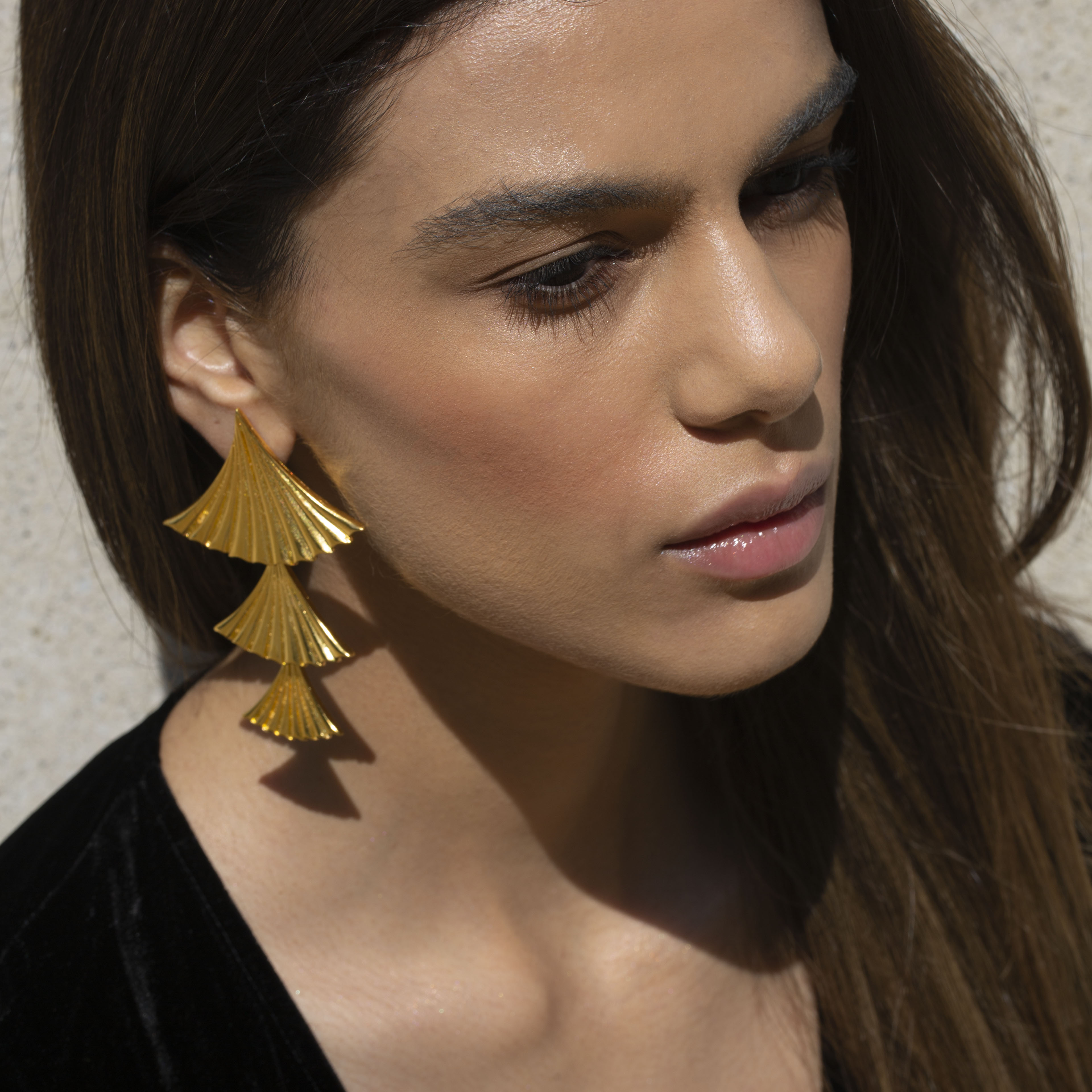 Pleated earrings by Lynyer on curated-crowd.com