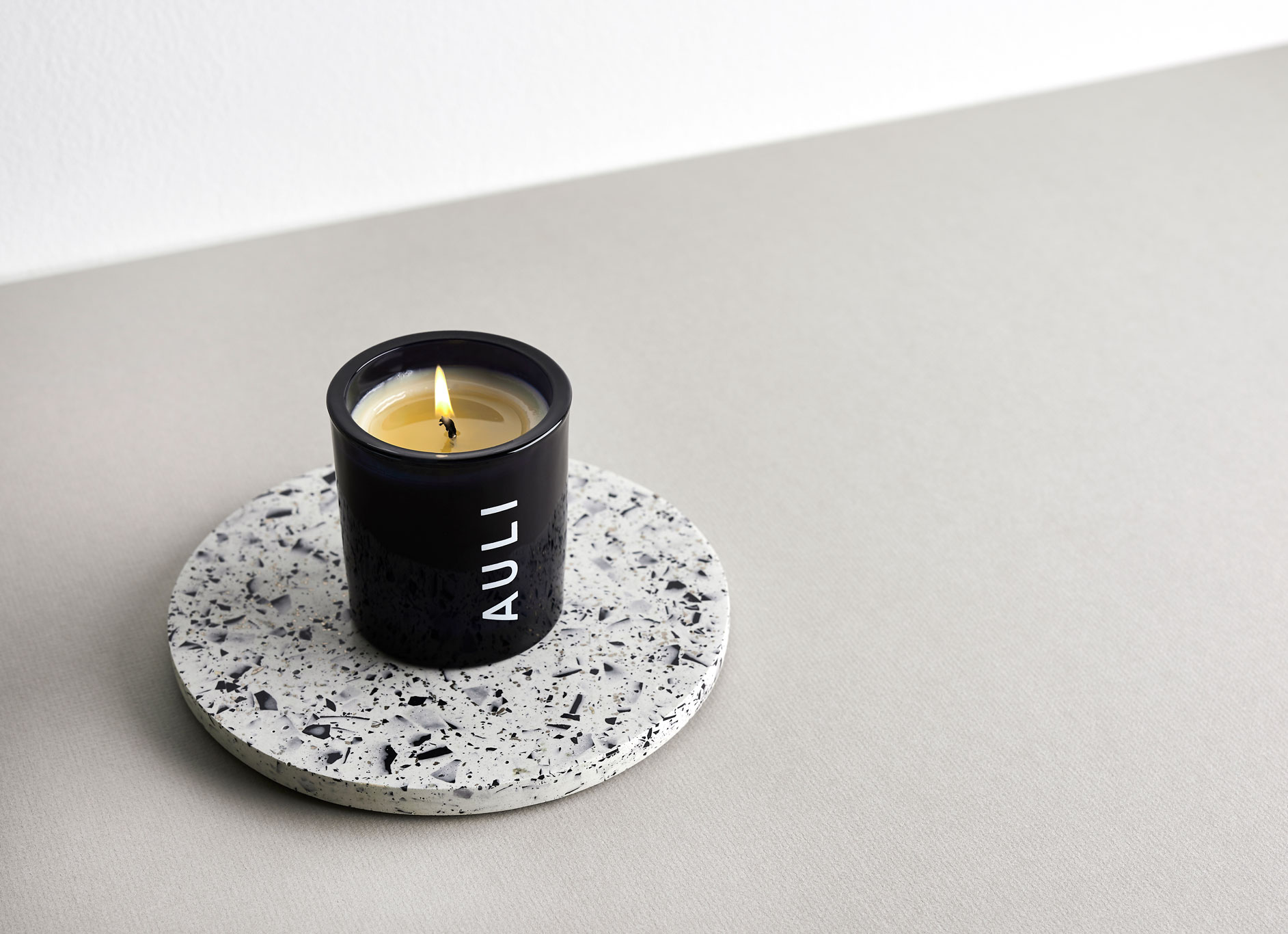 Cedrello Citron | Candle by Auli London on curated-crowd.com