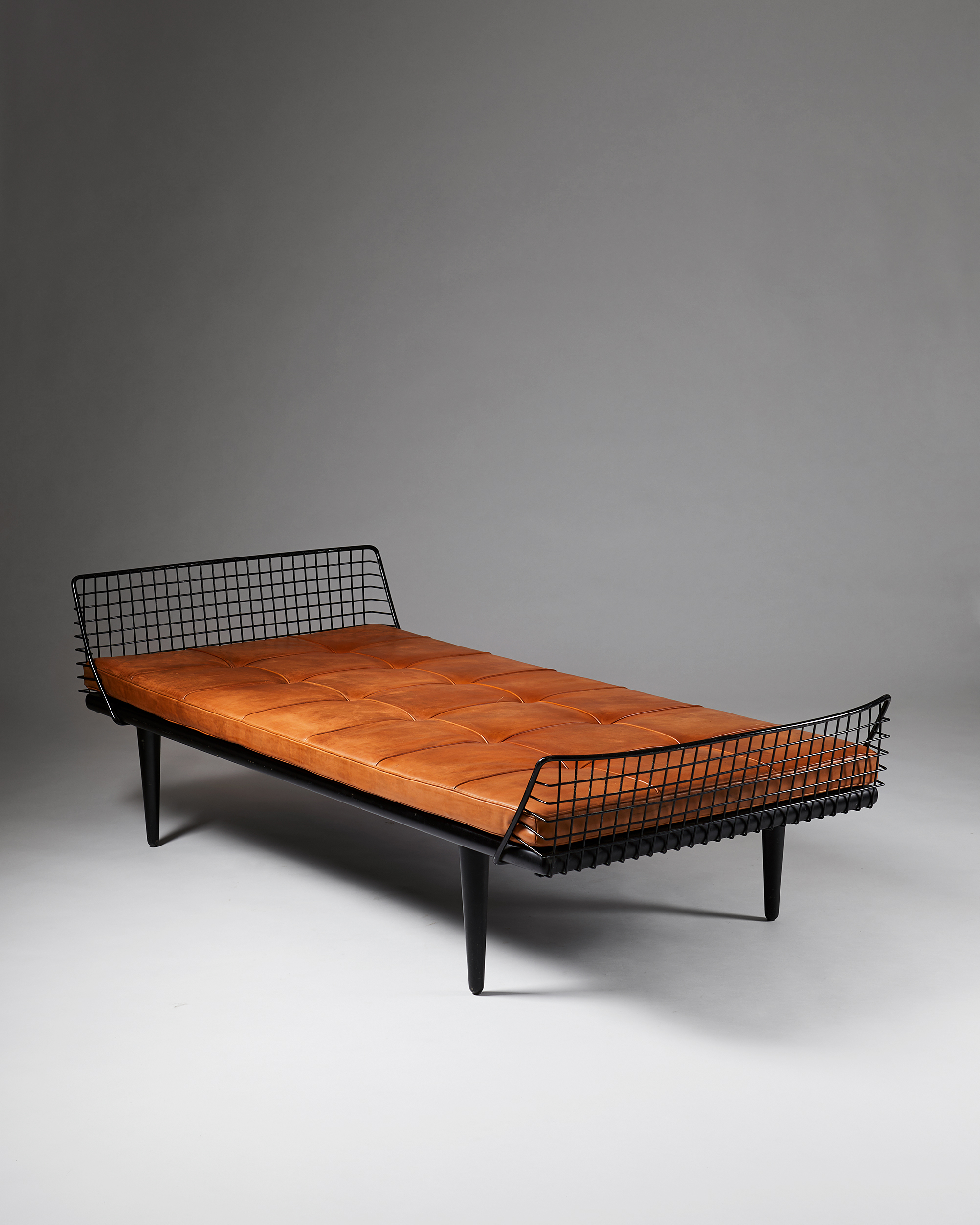 """Daybed, Model """"568-017"""" designed by Bengt Ruda for NK, Sweden, 1950's by Modernity on curated-crowd.com"""