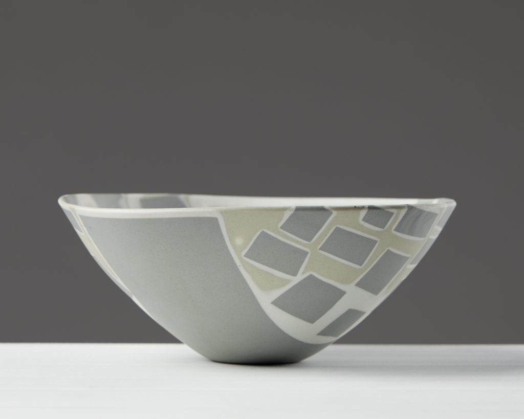 Bowl designed by Aune Siimes for Arabia, Finland. 1950's. by Modernity on curated-crowd.com