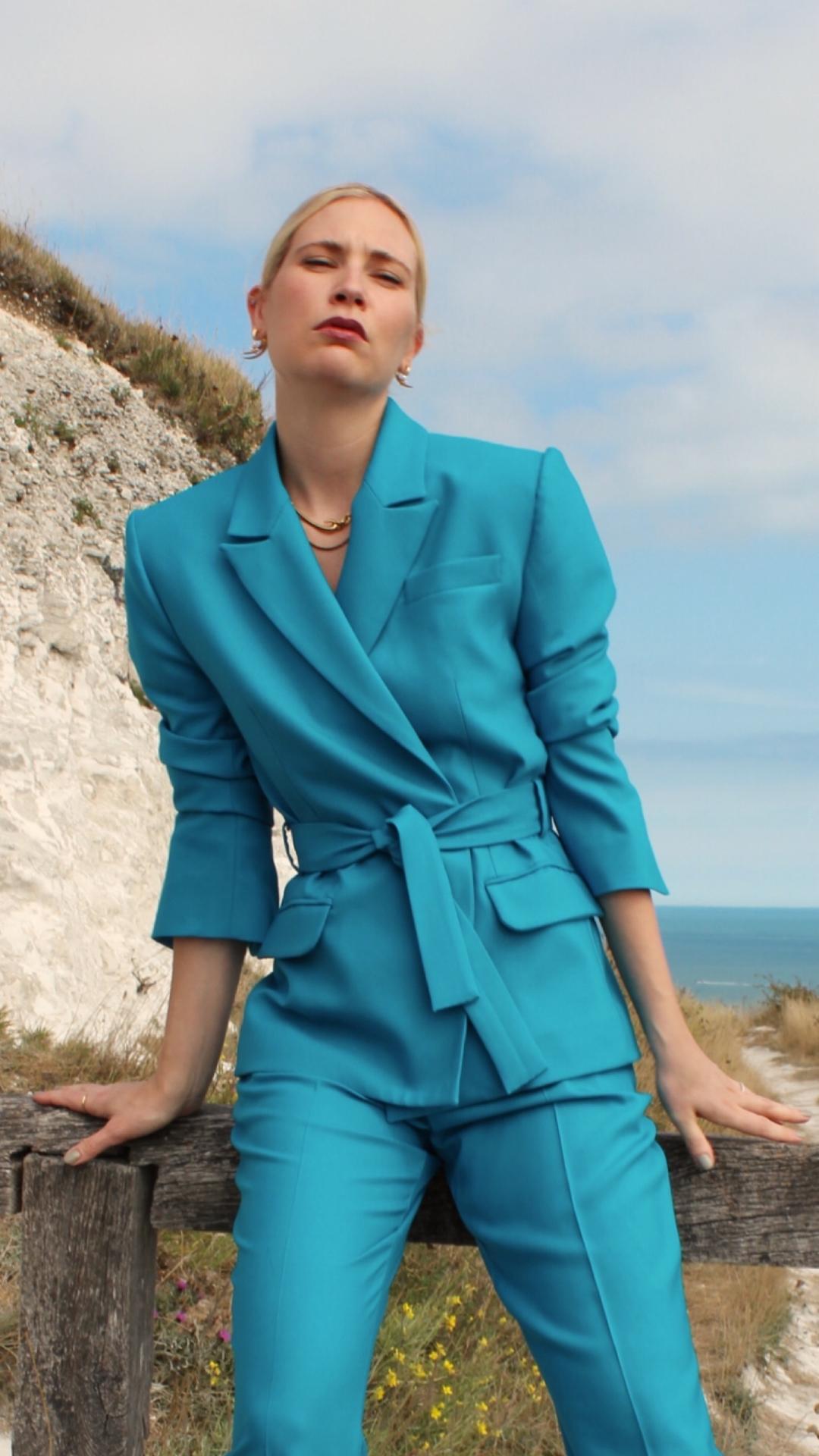 Gwyneth Blazer by Alexandra Kaiser on curated-crowd.com