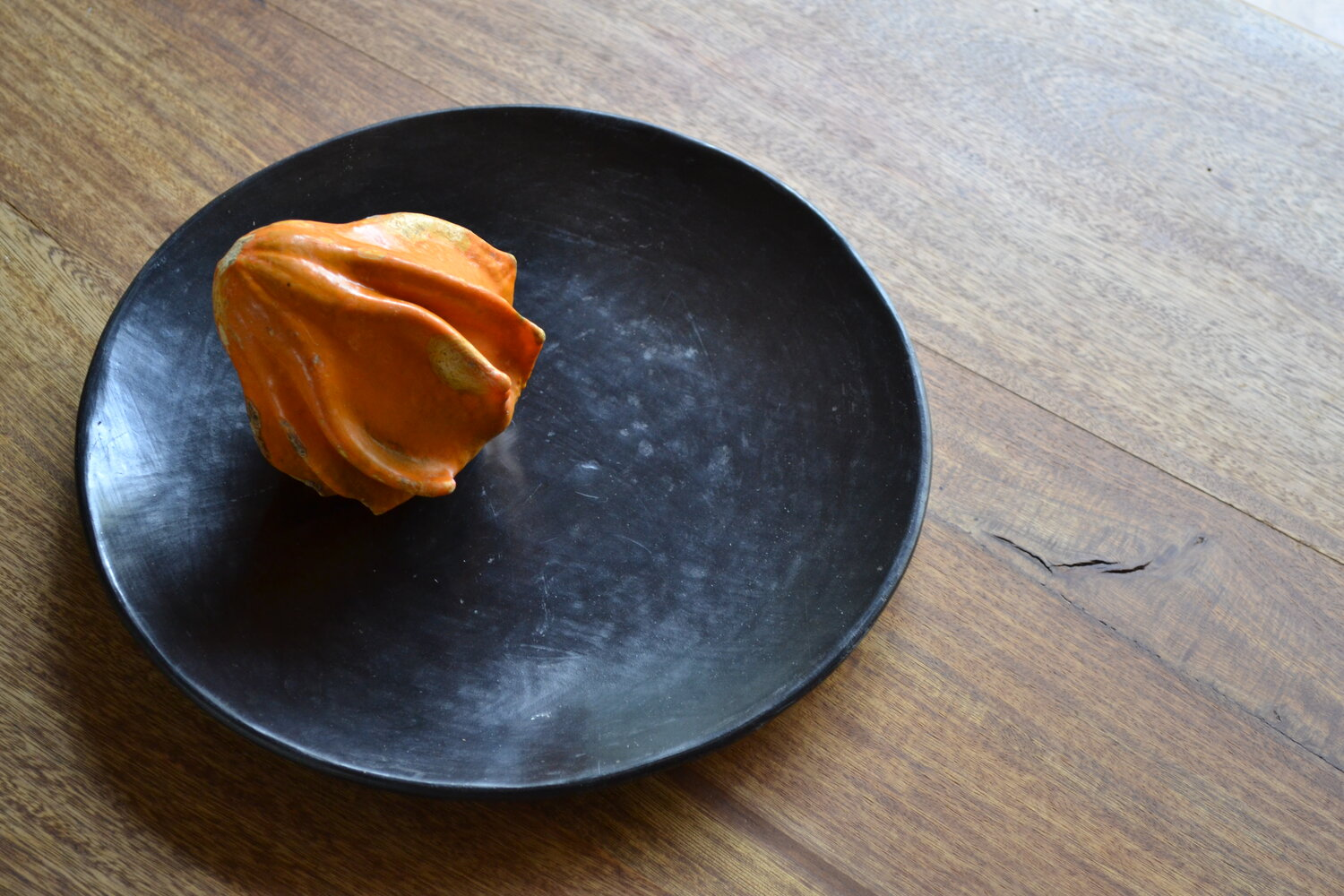 Set of 2 Beeswax Dinner Plates | Black Clay by La Muerte Tiene Permiso on curated-crowd.com