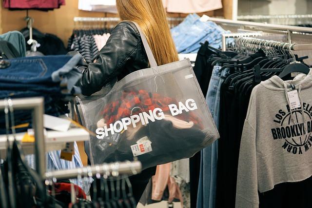 British Bargain Hunters Bag Latest Fashions