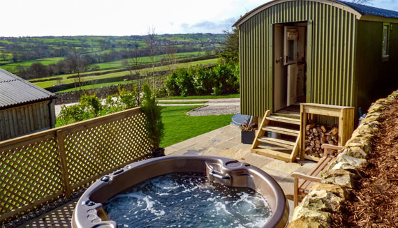Content Stay Hut with Jacuzzi