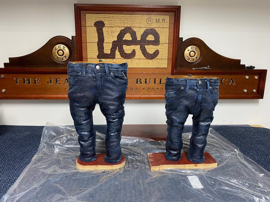 Jeans Statue