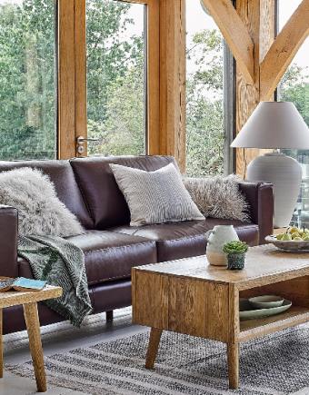 Oak furniture land banner 750x560 px