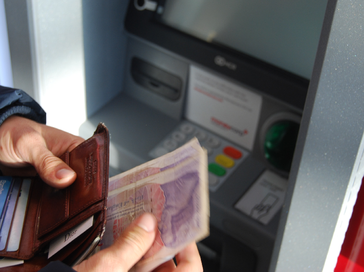 Cash machine 750x560