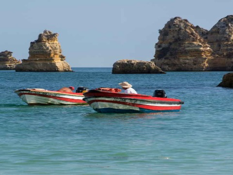 Speedboat or Fishing Trips in Dubai At Destnation MiddleEast